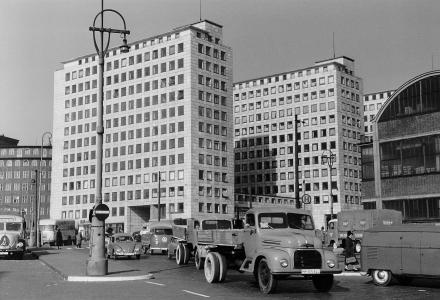 1958, City Hof kurz vor der Fertigstellung, links Sprinkenhof, rechts Erweiterungsbau des Blumengroßmarktes.