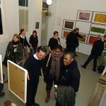 """Besucher in der Galerie """"Waschküche""""."""