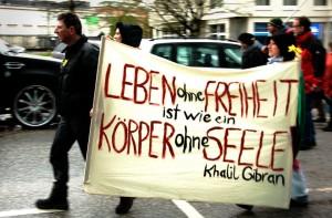 Foto: Joceline Berger Yalla-Mitglieder auf dem Ostermarsch 2011