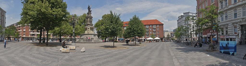 By flamenc (Own work) [CC-BY-SA-3.0 (http://creativecommons.org/licenses/by-sa/3.0)], via Wikimedia Commons | http://upload.wikimedia.org/wikipedia/commons/d/de/Neue_Hansaplatz_2011.jpg