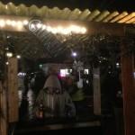 Straßenfeststimmung am Paulinenplatz früh am Abend, mit Glühwein...