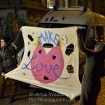 """""""Make Love"""" sollte das Motto der Demo sein - alles blieb friedlich."""