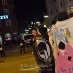 """""""Lügner, Lügner"""", rufen die DemonstrantInnen vor der Davidwache."""