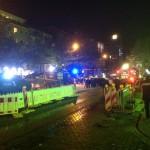Erst durch zusätzliche Kräfte gelingt es der Polizei die Lage in den Griff zu bekommen.