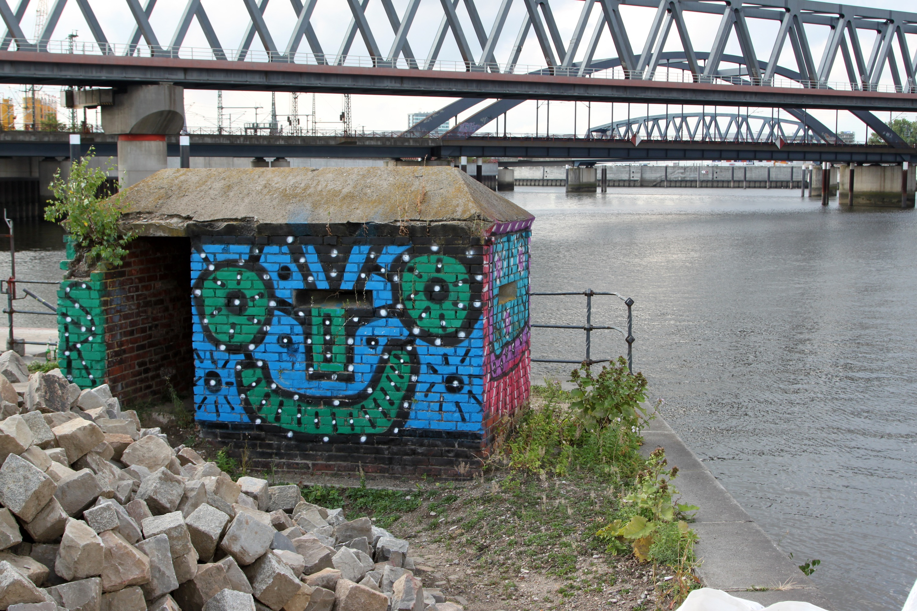 Oz Graffiti an der Elbe Foto: Theo Bruns