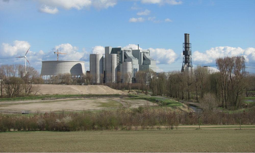 Kohlekraftwerk_Moorburg_3, von NordNordWest (Eigenes Werk) [CC BY-SA 3.0 de (http://creativecommons.org/licenses/by-sa/3.0/de/deed.en)], via Wikimedia Commons
