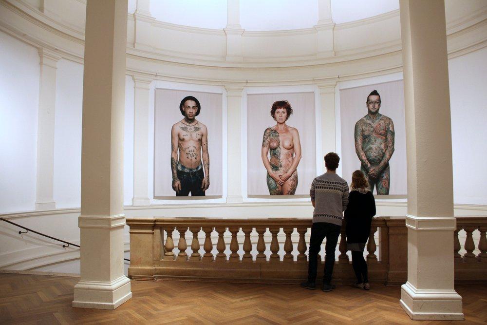 Pressefoto; 1-MKG_Tattoo_Ausstellungsansicht, Foto: Michaela Hille