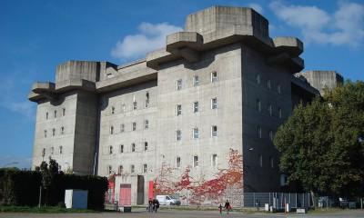 Bunker,_Heiligeneistfeld_Hamburg von Createaccount (Eigenes Werk) [Public domain], via Wikimedia Commons