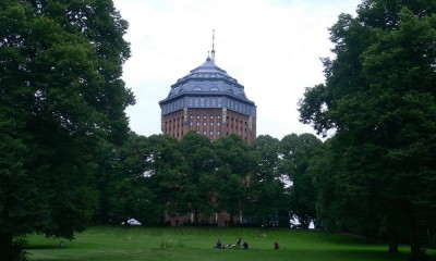 By-Retinafunk-from-Düsseldorf-Germany-Schanzenpark-Tower-in-Hamburg-via-Wikimedia-Commons