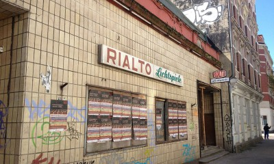 By RIALTO Lichtspiele (RIALTO Lichtspiele) [GFDL (http://www.gnu.org/copyleft/fdl.html) or CC BY-SA 3.0 (http://creativecommons.org/licenses/by-sa/3.0)], via Wikimedia Commons